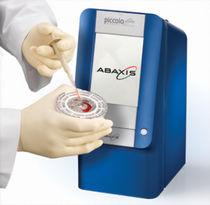 Halbautomatisches biochemisches Analysegerät / kompakt / tragbar
