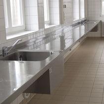Waschbecken-Arbeitsfläche / für Labors / Edelstahl / wandmontiert