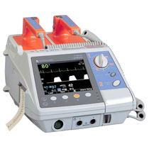Halbautomatischer externer Defibrillator / EKG und SpO2-Monitor