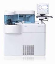 Automatisches biochemisches Analysegerät / für Labortisch / mit Immunanalyse