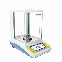 Präzisions-Laborwaagen / mit Digitalanzeige / für Labortisch