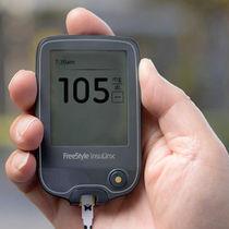 Touchscreen-Blutzuckermessgerät / für die häusliche Anwendung