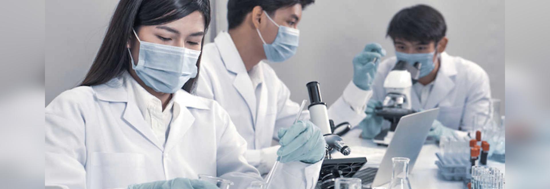 Eine Forschergruppe hat die Bedeutung von genetischen Unterschieden und der Beschaffenheit des eigenen oralen Mikrobioms für die Entstehung von Parodontitis untersucht. (Bild: NassornSnitwong/Shutt...