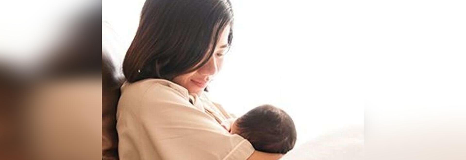 Neugeborene bekommen kein COVID durch infizierte Muttermilch: Studie