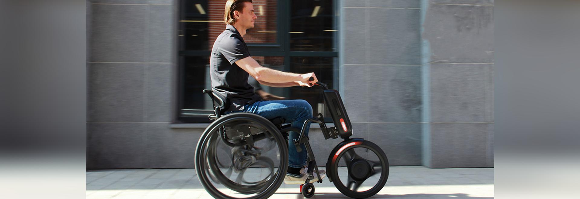 Verwandeln Sie einen Rollstuhl in ein Elektrofahrzeug mit dem UNAwheel maxi