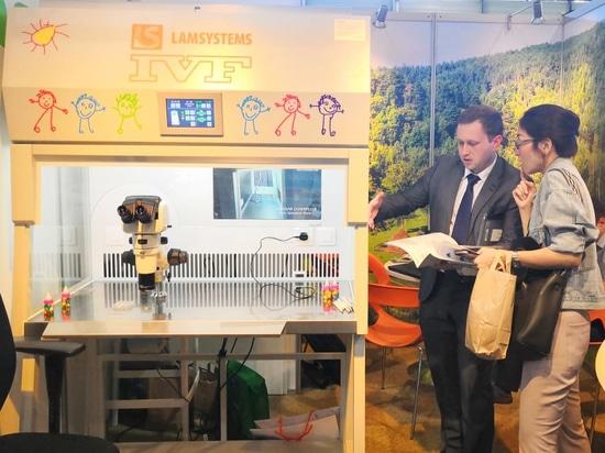 Es war das erste Mal, dass ein exklusiver Vertriebspartner von LAMSYSTEMS, die BMT Ltd, an einer Konferenz auf diesem Niveau teilnahm. Eine LAMSYSTEMS IVF Workstation mit laminarer Strömung wurde a...