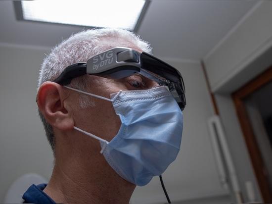 Smart Glasses von EPSON und SVG Software von D.T.U. helfen Zahnärzten und Patienten