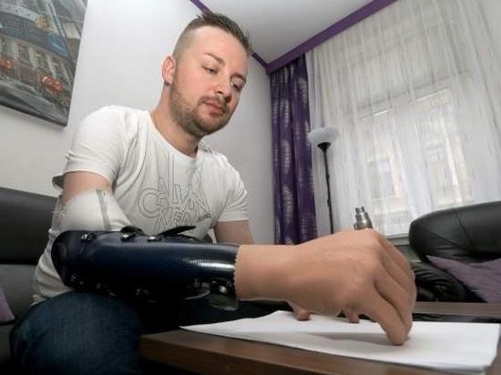 Schreiben mit einer Handprothese